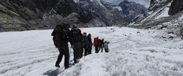 gokyo-lakes-trek-glacier